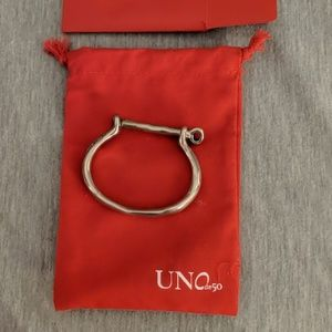 Uno de 50 shackled bracelet